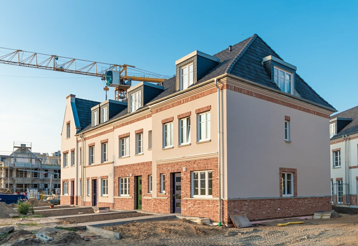 Building or Buying a House – The Pros and Cons